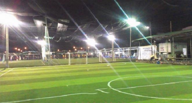 chiếu sáng sân bóng bằng đèn pha