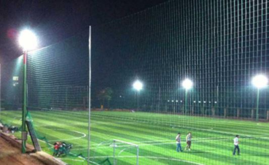 đèn pha sân tennis