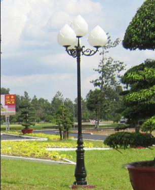 đèn cầu hoa sen chiếu sáng sân vườn