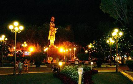 đèn sân vườn cầu đục