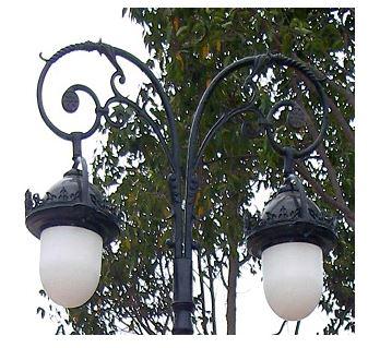 tay đèn trang trí sân vườn mai chiếu thủy