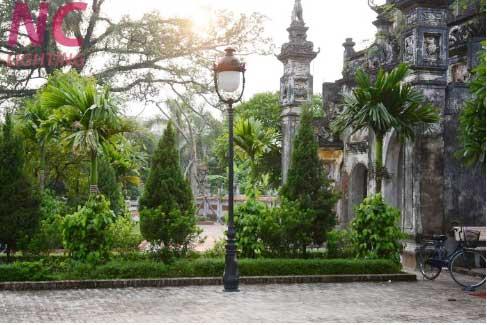 Cột đèn sân vườn nữ hoàng