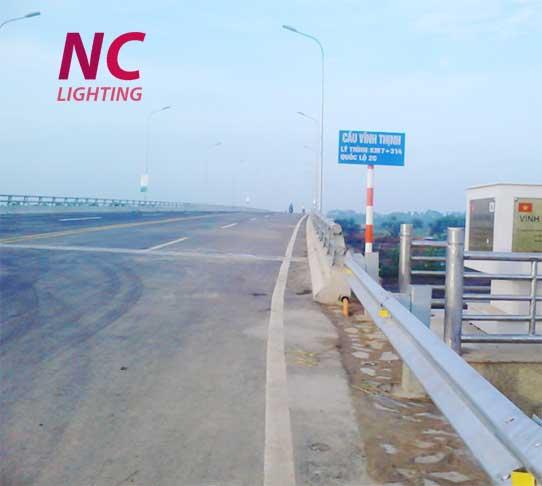 Lắp đèn cao áp chiếu sáng cầu đường