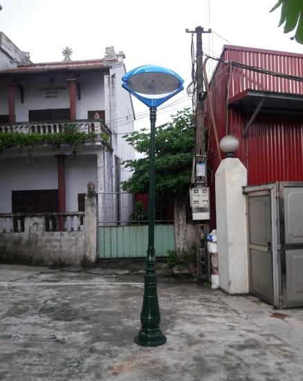 cot-den-san-vuon-con-mat-1
