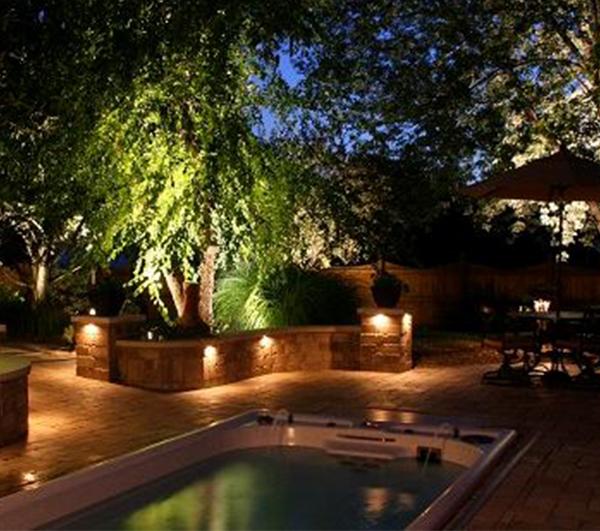 quang cảnh lắp đặt đèn sân vườn