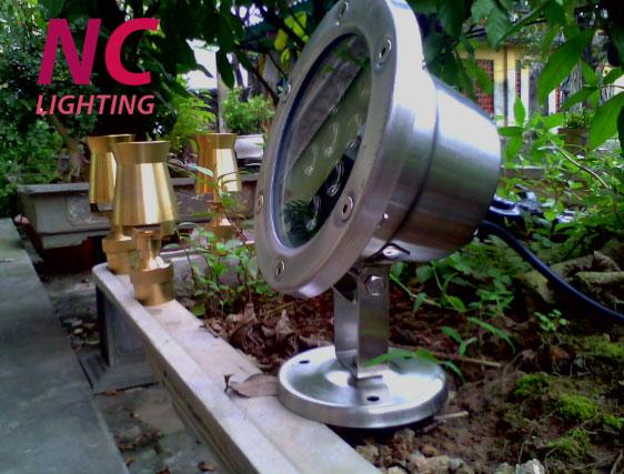 đèn hắt sân vườn giá rẻ