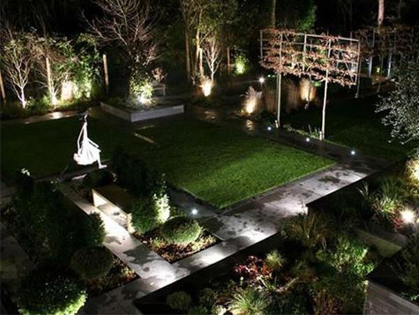 đèn chiếu sáng trang trí sân vườn